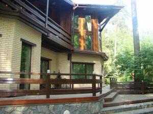 Okna-v-derevyannom-dome-1