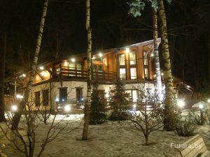 Okna-v-derevyannom-dome-64